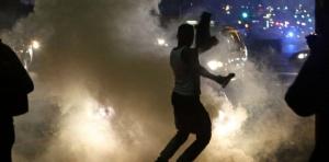 7921644-ferguson-pas-d-apaisement-en-vue-apres-une-nouvelle-nuit-de-violences