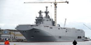 4481373_3_e981_un-navire-mistral-commande-par-la-russie-a_f357aaa405960ff67127f424566ccf5d