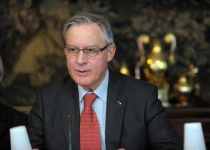 637043-le-gouverneur-de-la-banque-de-france-christian-noyer-a-paris-le-24-mars-2014
