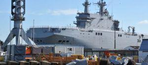 le-navire-de-guerre-vladivostok-de-type-mistral-commande-par-la-russie-sur-le-chantier-naval-stx-dans-l-ouest-de-la-france-le-5-mars-2014_4895319