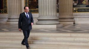 francois-hollande-sur-les-marches-du-pantheon_5342621