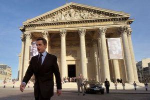 le-6-avril-2011-aime-cesaire-y-est-celebre-par-nicolas-sarkozy_5342639