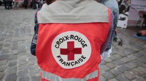 un-volontaire-de-la-croix-rouge-fait-la-quete-a-rouen-le-3-juin-2013_4906315