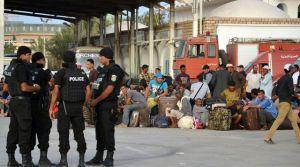 le-poste-frontiere-de-ras-jedir-en-tunisie-accueille-des-egyptiens-fuyant-les-violences-en-libye-le-4-aout-2014_5007793
