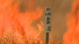 des-milliers-de-pompiers-luttent-contre-une-vingtaine-d-incendies-en-californie_5392133