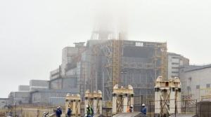 des-ouvriers-travaillent-sur-le-site-de-la-centrale-nucleaire-tchernobyl-le-27-novembre-2012_1372710