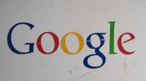 le-logo-de-google-a-l-entree-du-campus-de-google-a-mountain-view-en-californie-le-20-fevrier-2015_5369711