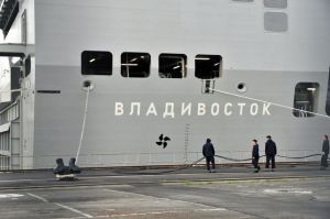 le-navire-mistral-vladivostok-le-21-novembre-2014-dans-le-port-de-saint-nazaire_5158337