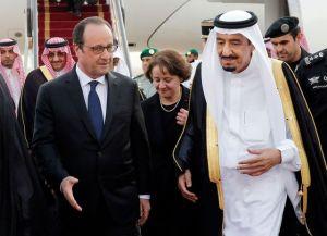le-president-francois-hollande-accueilli-par-le-roi-saoudien-salman-le-4-mai-2015-a-l-aeroport-de-riyad_5332765