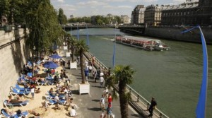 paris-6-people-enjoy-the-sun-as-paris-plages-paris-beaches-opens-along-banks-of-the-river-seine-in-paris_376117