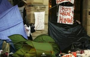648x415_des_tentes_de_migrants_installees_le_16_septembre_2015_devant_la_mairie_du_18e_arrondissement_a_paris