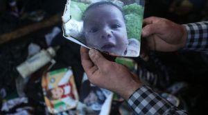 la-photographie-du-bebe-palestinien-brule-vif-dans-un-incendie-criminel-attribue-a-des-colons-israeliens-dans-sa-maison-a-doma-pres-de-naplouse-en-cisjordanie-le-31-juillet-2015_5391061