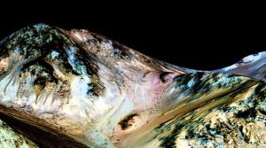 une-image-fournie-par-la-nasa-le-27-septembre-2015-montre-la-surface-de-mars_5427491