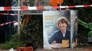 des-fleurs-deposees-pres-du-lieu-ou-la-candidate-a-la-mairie-henriette-reker-a-ete-grievement-blessee-a-cologne-en-allemagne-le-17-octobre-2015_5447601