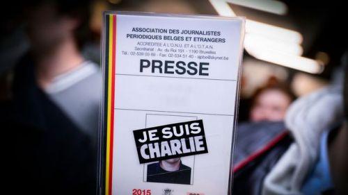 une-carte-de-presse-avec-la-mention-je-suis-charlie-le-8-janvier-2015-a-bruxelles_5490162
