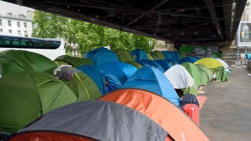 campement-de-migrants-boulevard-de-la-chapelle-xe-a-paris-le-26-mai-2015_5346831