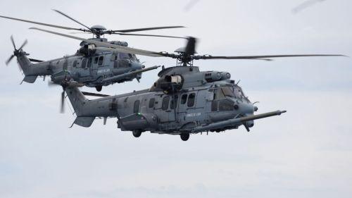 deux-helicopteres-francais-caracal-lors-d-un-exercice-d-approvisionnement-en-carburant-le-6-juin-2016_5649739