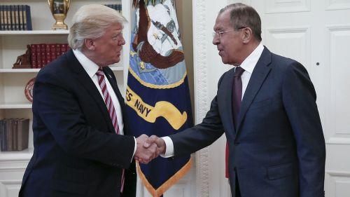 le-president-americian-donald-trump-a-recu-a-la-maison-blanche-le-10-mai-2017-le-chef-de-la-diplomatie-russe-serguei-lavrov-d_5876813